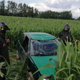 Bariano, perde il controllo dell'auto 23enne finisce in un campo: illeso