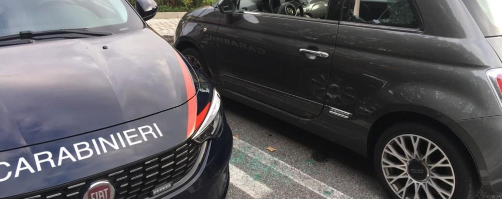 Curno, vetri rotti a dieci auto in sosta  Ladro 30enne arrestato nella notte