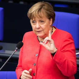 Gli «amici» autoritari e un paese che tace