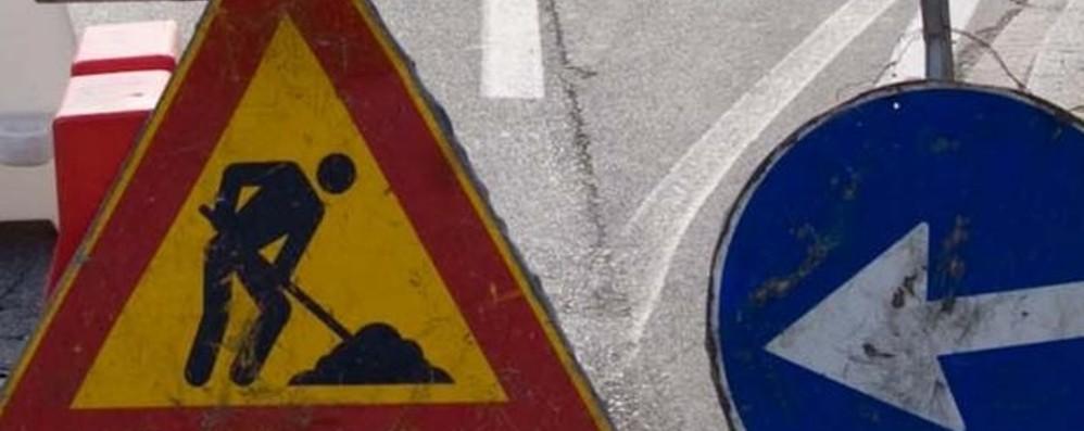 Lavori per il collettore fognario  Chiude il ponte di Clanezzo