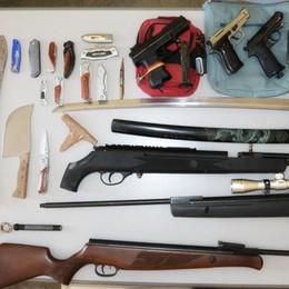 Minacce e foto di armi postate su Facebook Materiale sequestrato e deferito un 47enne