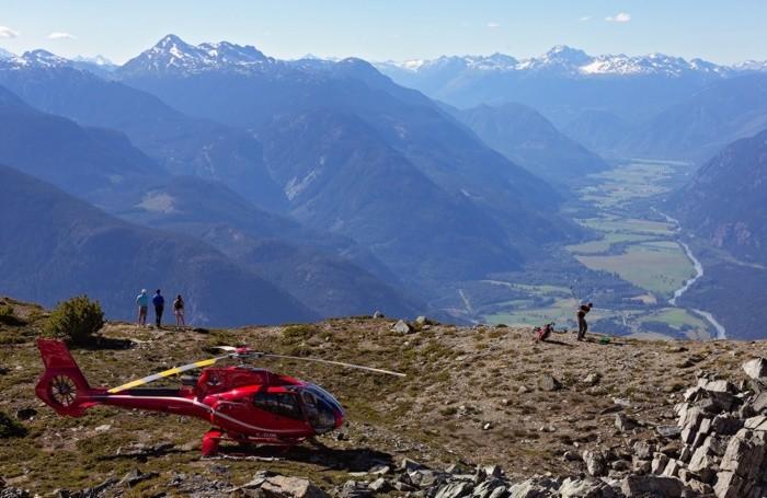 Gite in elicottero e, nel caso di questa foto canadese, addirittura golf ad alta quota