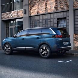 Peugeot ridisegna il Suv 5008 da 7 posti