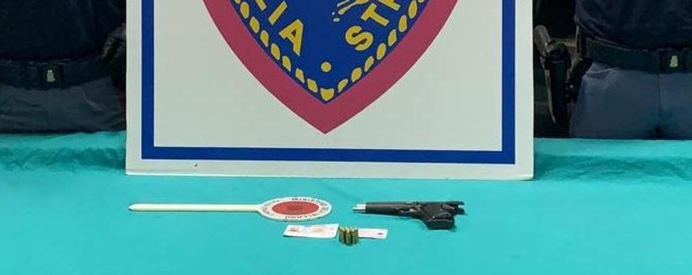 Sotto il sedile dell'auto una pistola Fermato in A4,  trentenne in manette