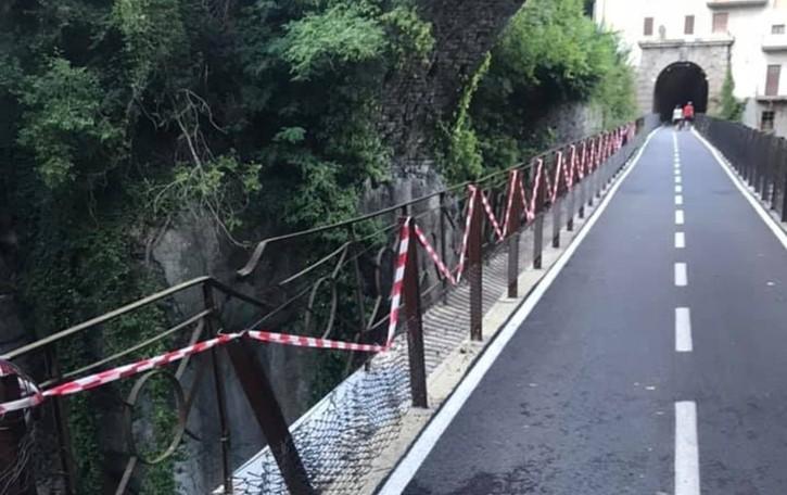 Trenta metri di rete danneggiata a Sedrina Sindaco: appello per trovare i responsabili