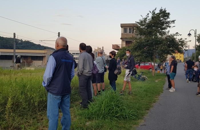 La gente arrivata per vedere la partenza