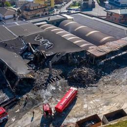 Incendio devastante a Leffe «Andremo avanti grazie alla solidarietà»