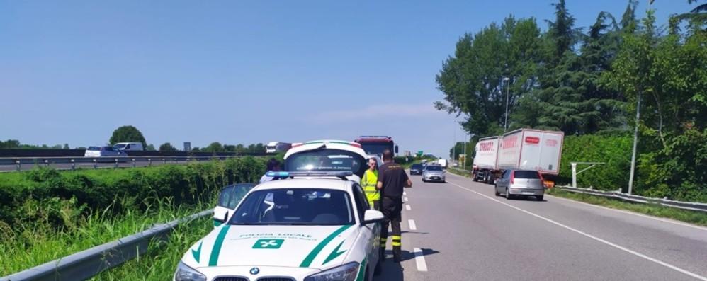 Malore mentre è alla guida del camion Grumello, grave un uomo di 60 anni