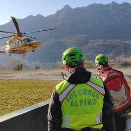 Numerosi interventi in montagna A Taleggio una giovane cade in moto