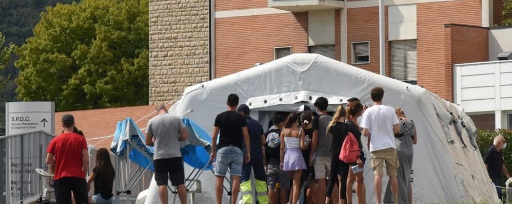 Ognuno fa da sè, è caos tamponi Presa d'assalto l'Asst Bergamo Est