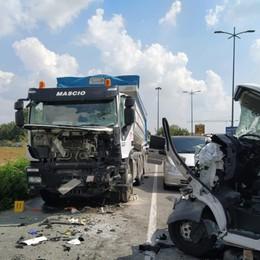 Tragico incidente a Cavernago Furgone contro un camion, muore 69enne