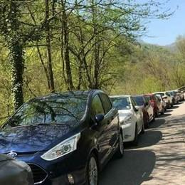«Valvertova, troppi 4 mila turisti» Posti di blocco, scoppia la polemica