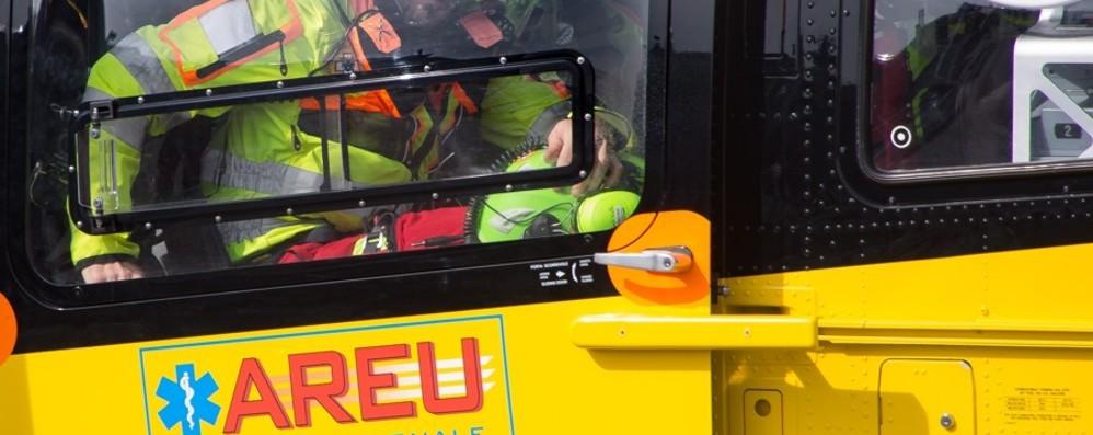 Si perdono sul sentiero per il Monte di Nese In quattro recuperati con l'elicottero
