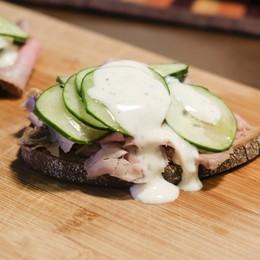 Smørrebrød danesi: trasformare una fetta di pane nero in una delizia