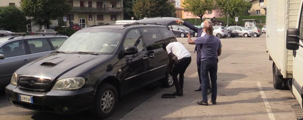 Albano Sant'Alessandro, raid vandalico   Gomme bucate a sei auto e un furgone