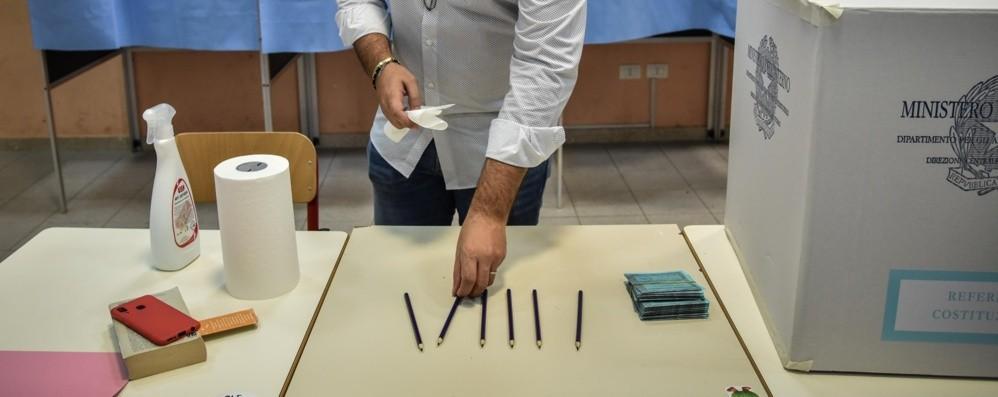 Election day, l'affluenza in Italia Alle 23 ha votato il 39,38%