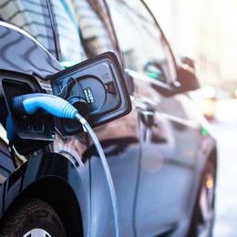 L'auto elettrica in corsia di sorpasso. Dal 2024 costerà come le altre. E l'autonomia sale