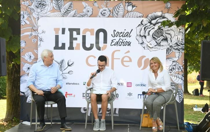 L'Eco café a Mapello. Rivivi i confronti e le esibizioni della prima data del nuovo tour
