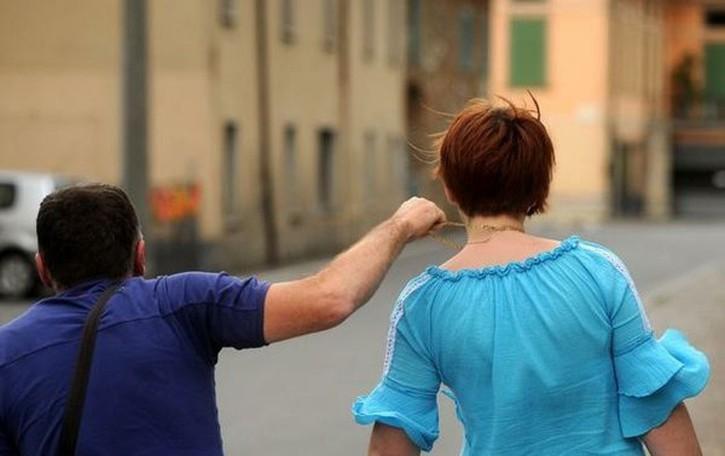Ruba la collana e ferisce un'anziana Bergamo, preso scippatore seriale
