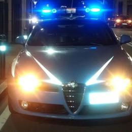Bergamo, rapina il cellulare a un 31enne Si nasconde sotto un'auto in sosta, preso