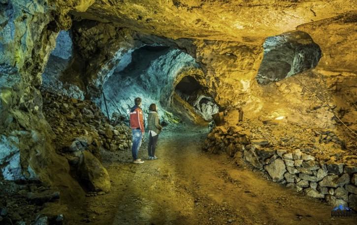 «Grande Sentiero», proiezione a Dossena Nelle miniere che «facevano volare» la Nasa