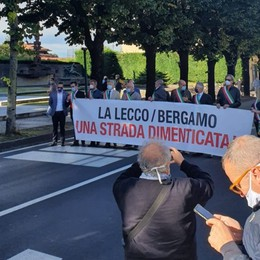Lecco-Bergamo, la strada dimenticata La protesta dei sindaci a Cisano - Foto/Video