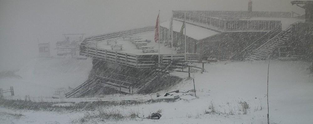 Meteo, pioggia e temperature giù A Foppolo una fitta nevicata- Foto
