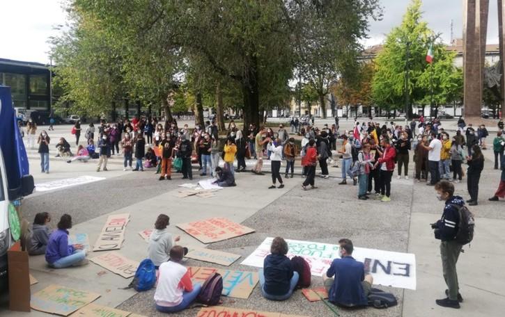 Scuola, dai trasporti alla didattica In centro la protesta degli studenti