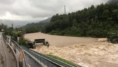Il fiume Brembo in piena a Zogno