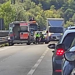 Incidente tra due auto a Nembro Un ferito lieve, lunghe code in Val Seriana