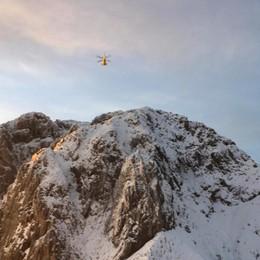 Proseguono le ricerche di Fornoni Neve in quota, condizioni difficili