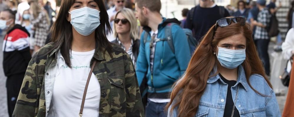 Locatelli: «Contro il Covid serve prudenza Sì alle mascherine anche all'aperto»