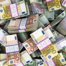 Tutti i conti di un calciomercato fatto di soldi (pochi) e plusvalenze (tante). Solo la Serie A ha incassato 420 milioni in meno