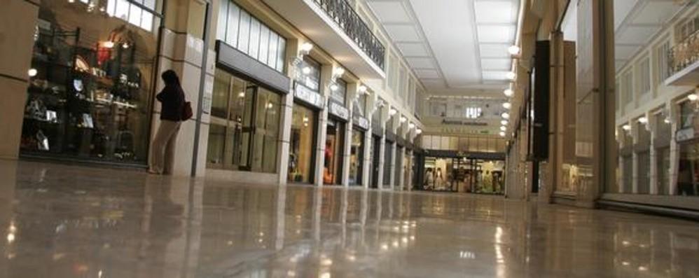 17enne rapina un 14enne della bici Nuovo colpo in Galleria Fanzago