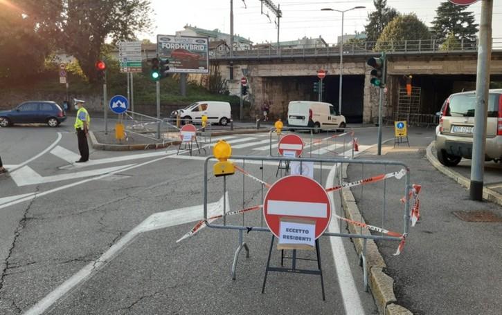Ancora chiuso il ponte di via San Bernardino Bergamo, lavori fino a sera
