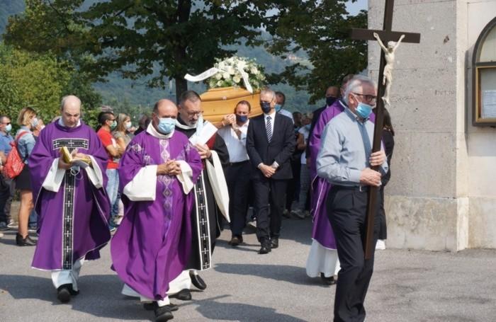L'arrivo del feretro nella chiesa di Tribulina