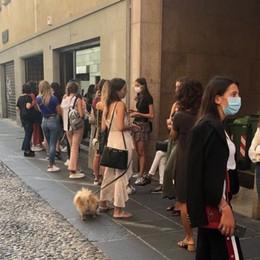 Bergamo, tre giorni di affari nei negozi  Al via lo Sbarazzo, code in centro - Foto