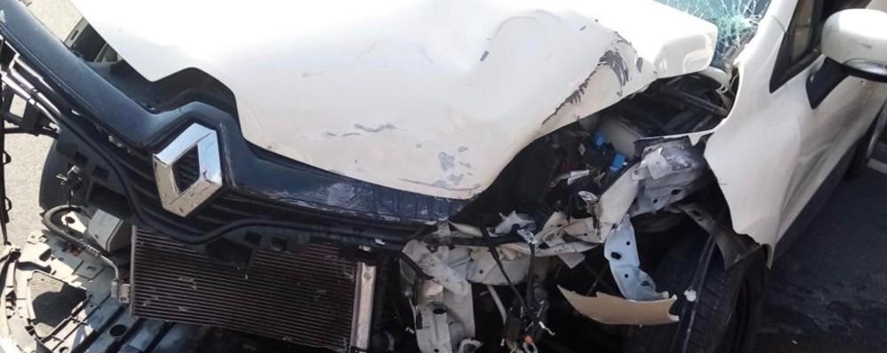 Casirate, auto si schianta contro un muro Uomo di 38 anni finisce in ospedale- Foto