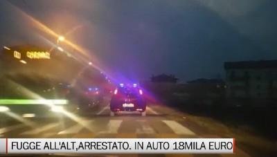Fugge all'alt dei Carabinieri dandosi alla fuga: arrestato. In auto 18mila euro