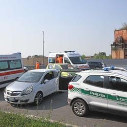 Inseguimento in auto, poi le botte Due feriti nella lite in strada a Treviglio