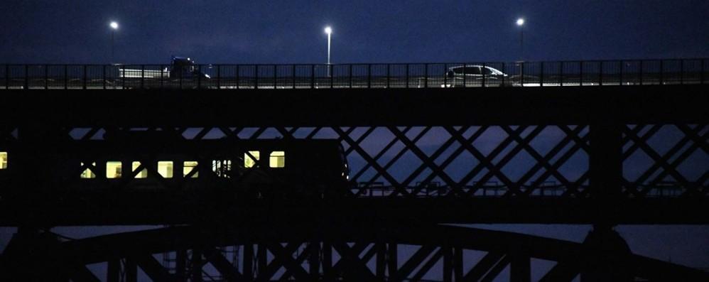 Riaperto ai treni il ponte San Michele -Video Le foto spettacolari del passaggio delle 5.49