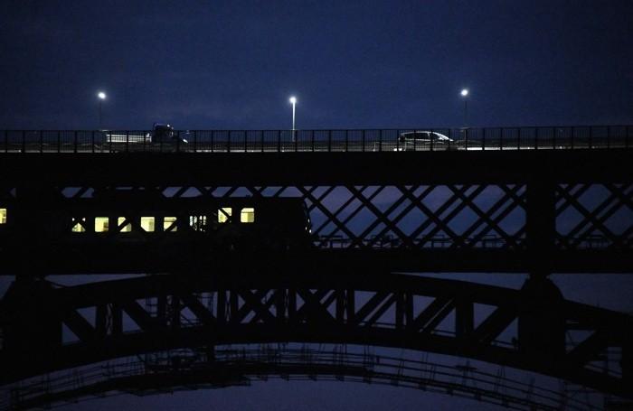 Il passaggio del primo treno dopo due anni sul Ponte San Michele alle 5.49 di lunedì 14 settembre 2020