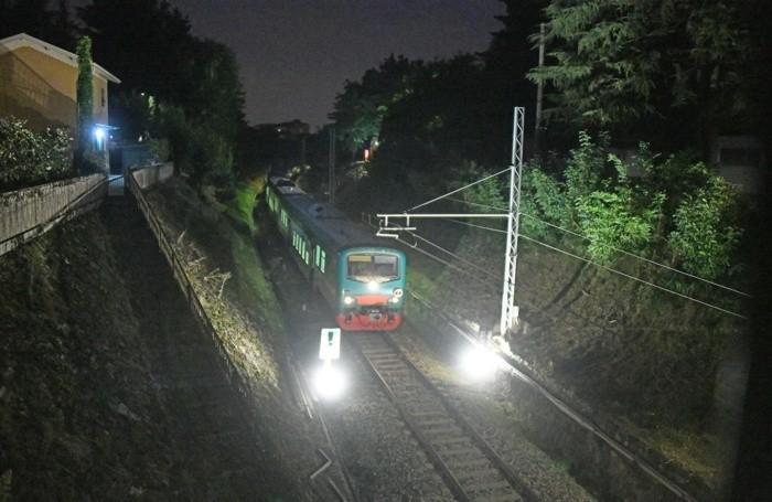 primo treno ponte calusco 4.59 treno 2 ore 06.13 ispezione ponte operai