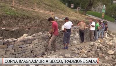Un corso di costrtuzione di muri a secco, antica tradizione delle nostre valli.Corna imagna docet