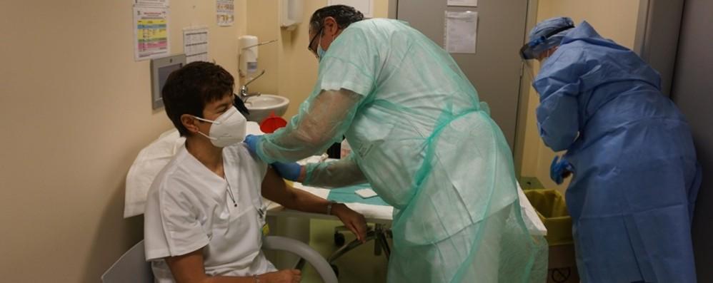 Vaccinazioni anti-Covid, in Italia 885mila La Lombardia arriva a quota 126mila