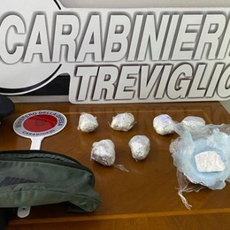 Non si ferma all'alt, scatta l'inseguimento Capriate, in auto cocaina: arrestato 43enne