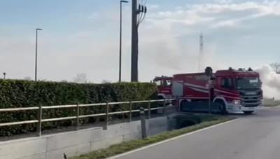 Sollevatore telescopico in fiamme