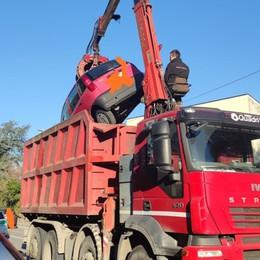 Tre auto abbandonate a Chiuduno Tre anni per rimuoverle (per legge)