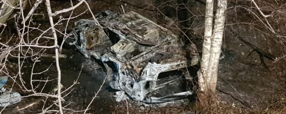 Auto in fiamme a Darfo Boario Muore operaio di Rogno