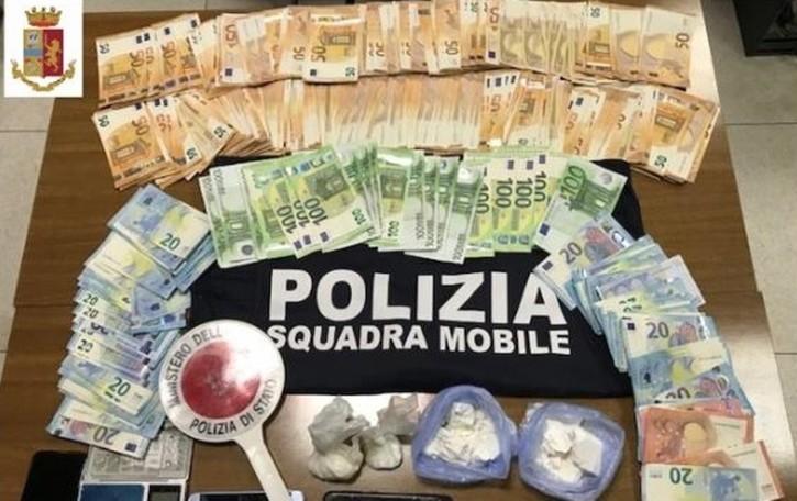 Cocaina e soldi sotto una piastrella Covo, arrestato 28enne - Il video